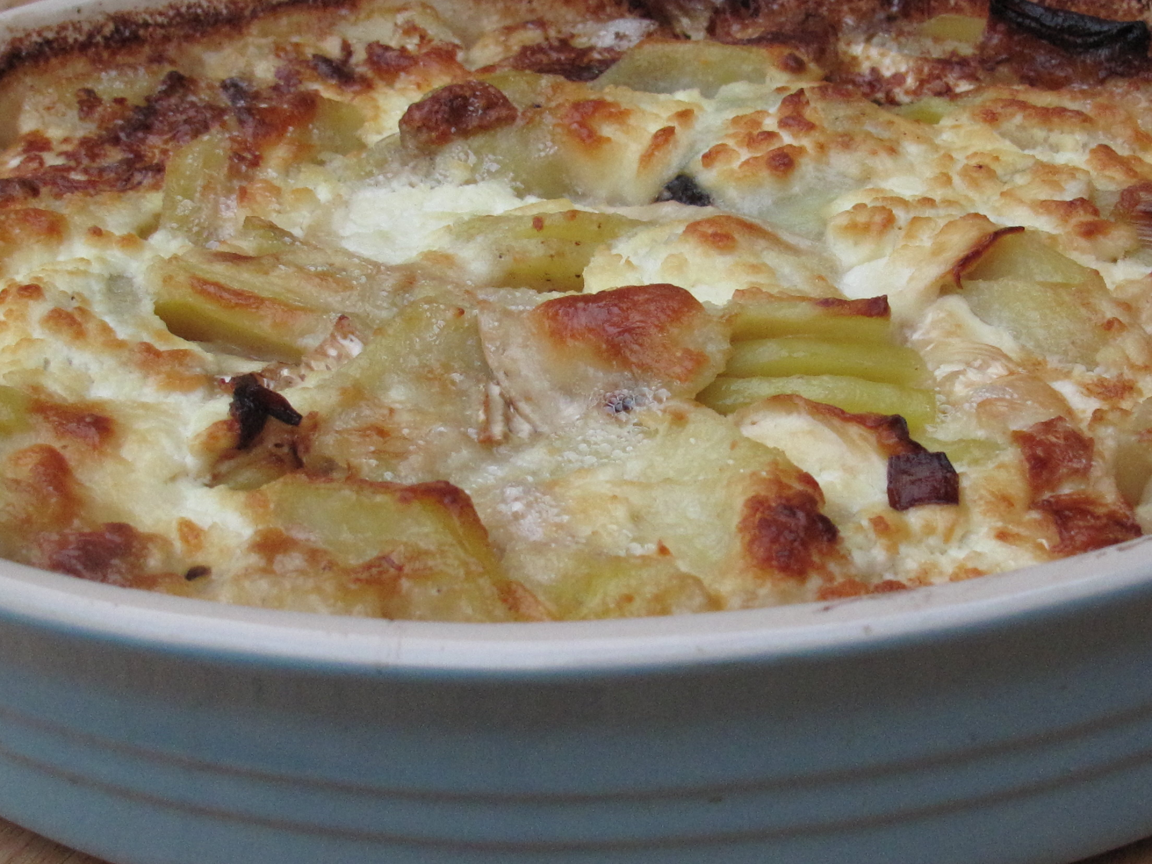 Braised leeks with a Parmesan crust and a gratin with ...